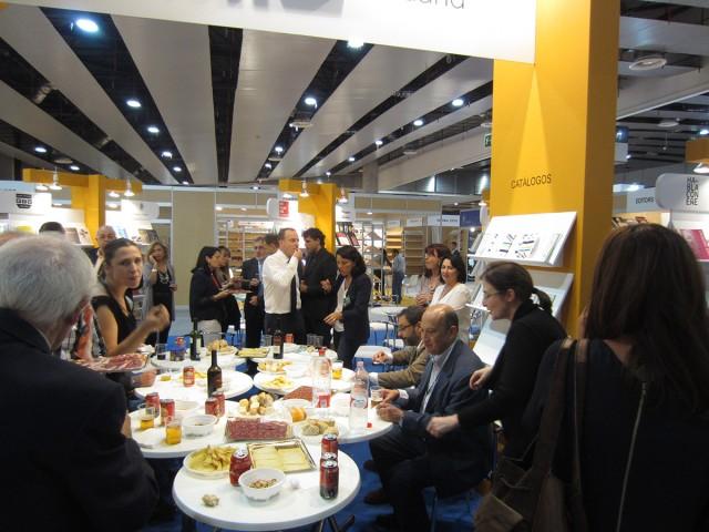 En la inauguración en el stand de la Asociación de Editores de Madrid