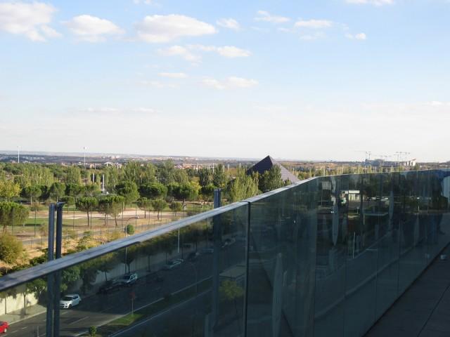Un descubrimiento: la magnífica terraza del Pabellón 14 desde donde se divisa un panorama relajante.